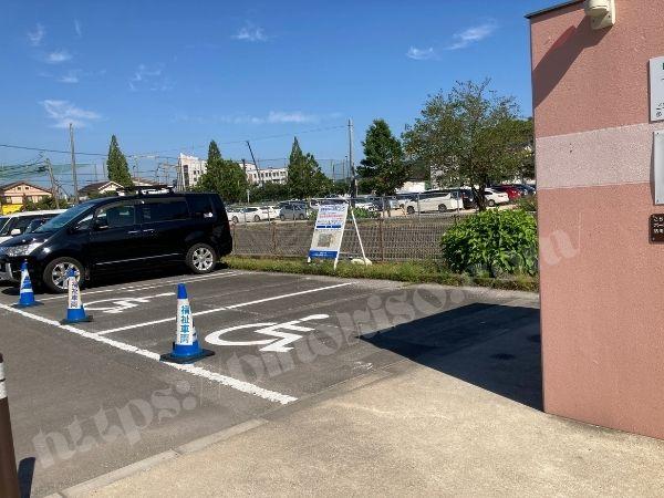 大村公園横の身障者用駐車場、近くに身障者用トイレもある